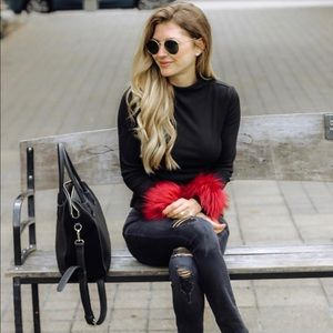Lightweight sweater with detachable fur cuffs